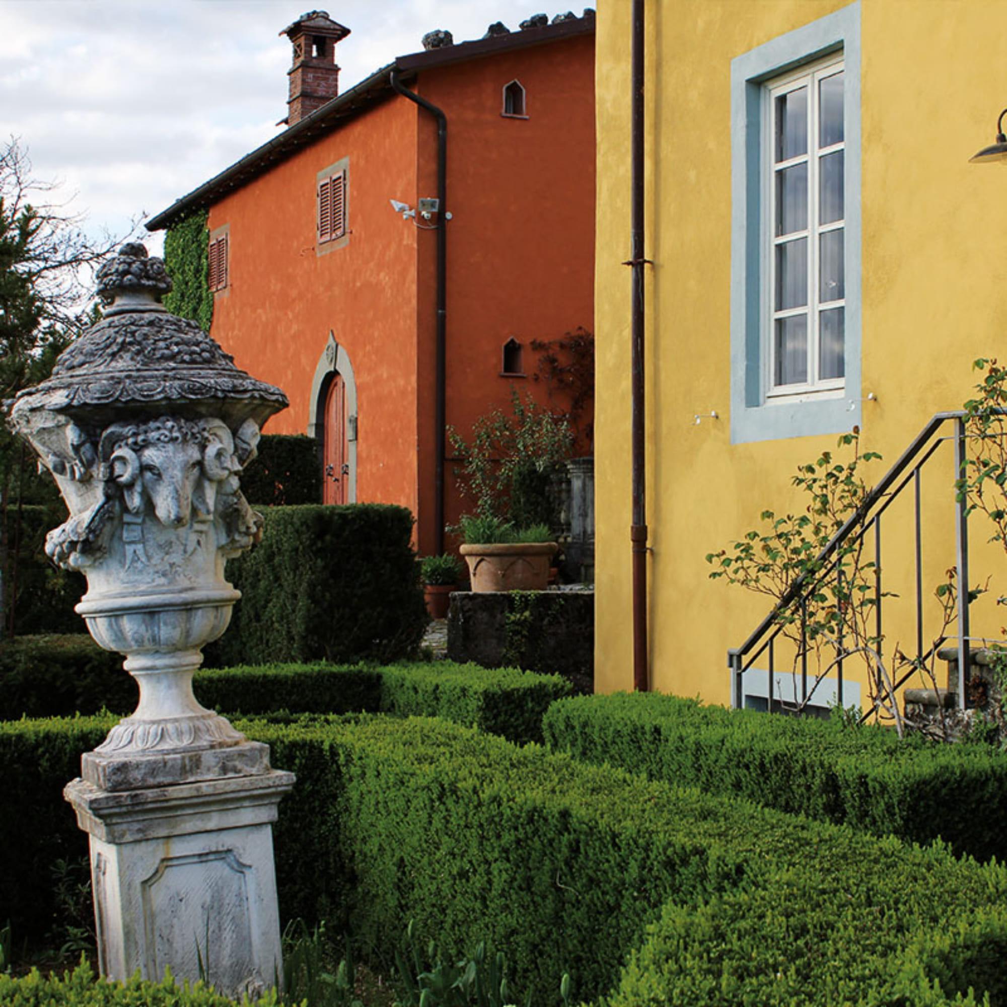 Colletto villas garden statue