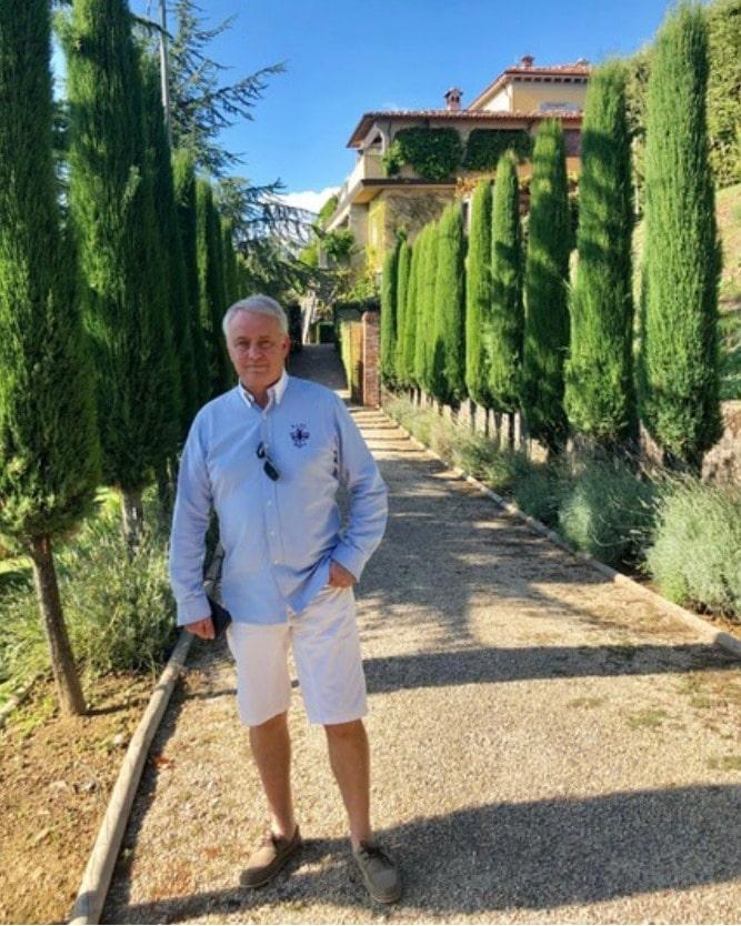 palmi super host in front of colletto villas